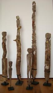 Originele houten beelden uit Borneo